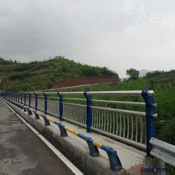 護欄支架 護欄支架型號全 焊接護欄支架 復合管支架 異型護欄支架 河道隔離欄桿圖片